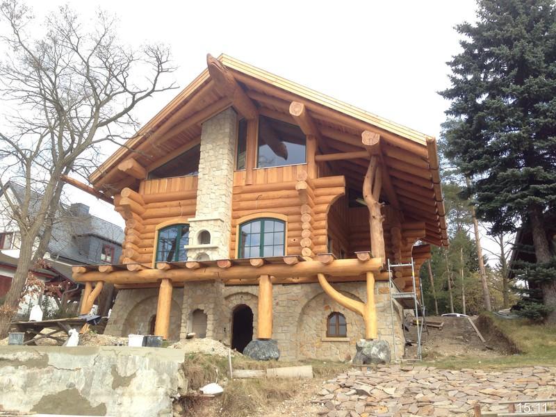 Blockhaus und naturstammhaus midsummer cottage ii for Blockhaus innen modern